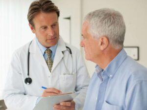 12 علت مراجعه به متخصص قلب
